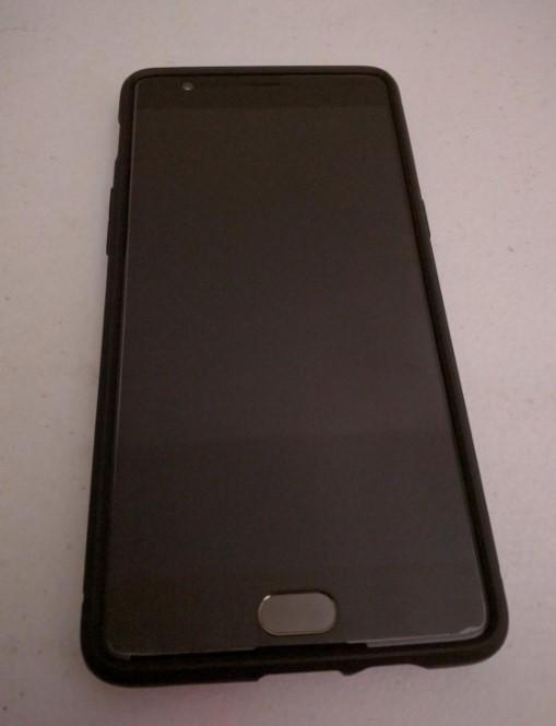Spigen Screen Protector on One Plus 3 T Phone